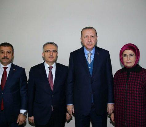 Ο Ερντογάν με τον τέως και νυν διοικητή της Κεντρικής Τράπεζας της Τουρκίας